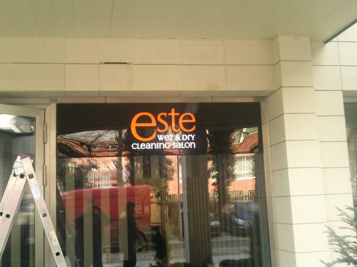 Обемни букви със светещи лица за Este wet & dry cleaning salon