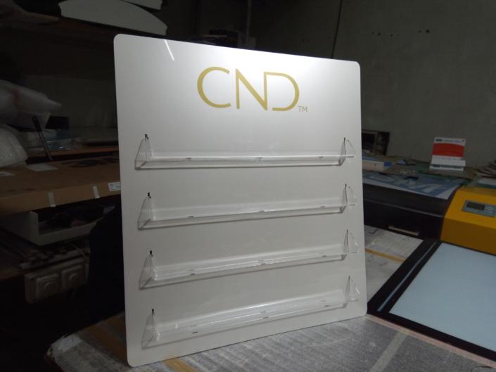 Изработка на ефектни дисплеи за лакове за Интеркозметика