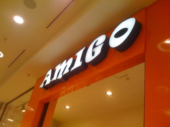 Обемни букви със светещи лица за магазин Amigo