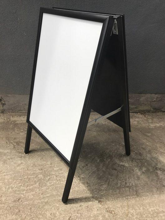 Двустранна тротоарна стойка със снап рамки - стоп реклама за Efbet