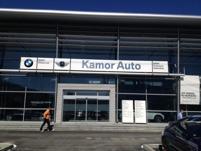 Светеща фасадна реклама от инокс, плексиглас и стъкло за Kamor Auto