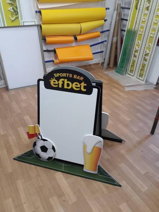Тротоарна стойка за писане тип А-борд поръчана от Еfbet Group