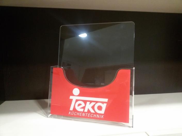 Изработка на нестандартни плексигласови поставки за брошури на фирма ТЕКА България