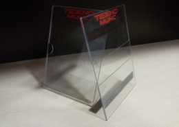 Изработка на плексигласови стойки и джобове за магазин Техномикс