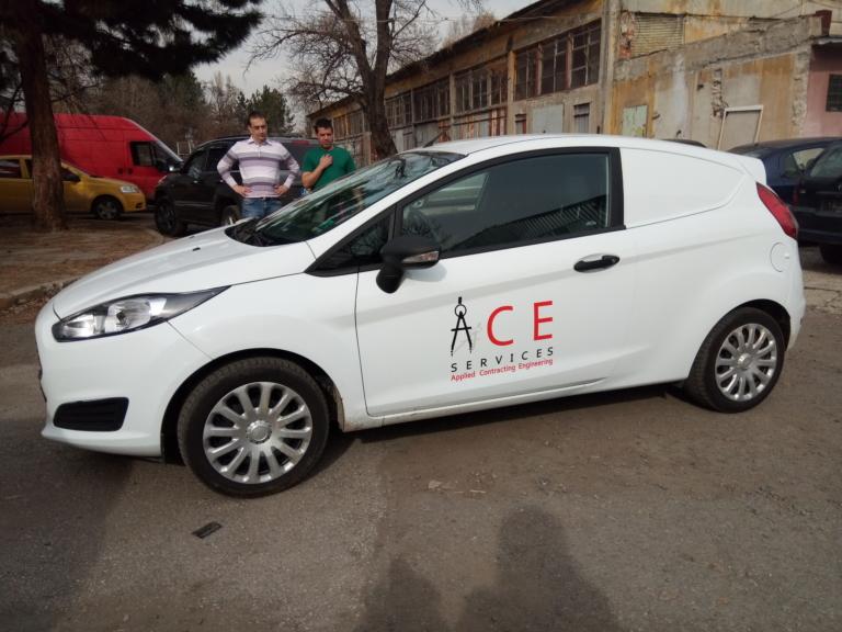 Облепване на фирмен автомобил с фолио за фирма ACE Services