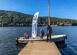 Дизайн, печат и стойка на фирмено знаме за Karela Sailing